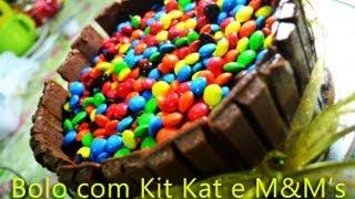 getlinkyoutube.com-Guloseima: Bolo com Kit Kat e M&M's prático