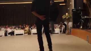 getlinkyoutube.com-Ένας μερακλής παπάς χορεύει Μαλεβυζιώτη...στο Γάμο του Γρεβετζή