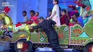 getlinkyoutube.com-Salman Khan Dancing Garba With Sonam On Prem Ratan Dhan Payo Title Song