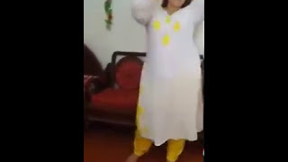 Deshi Aunty dance you can't believe yourself