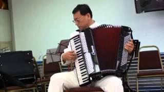 手風琴獨奏:多瑙河之波 (Accordion Solo: Waves pf tje Danube)