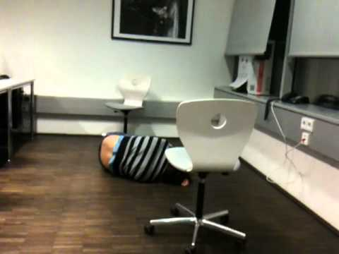 Chair Jump Fail -ZYsb116a5e8
