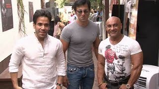 Tushar Kapoor and Sonu Sood at the opening of THE RED GYM.flv view on youtube.com tube online.