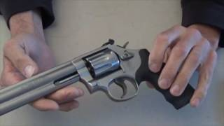 getlinkyoutube.com-Smith & Wesson 617 .22LR 10 Shot Revolver - Bench Review