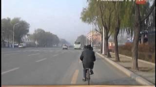 getlinkyoutube.com-Путешественник, проехавший полмира на велосипеде,...