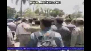 getlinkyoutube.com-Video Detik Terjadinya Bentrok TNI dan POLISI di Karawang 19 November 2013