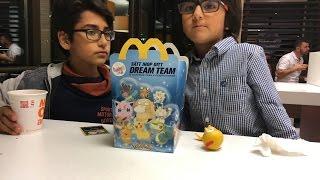 getlinkyoutube.com-تعالو معي الى ماكدونالدز McDonalds happy meal
