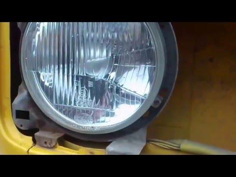 Volkswagen Transporter T3. Как поменять лампочку в передней фаре.