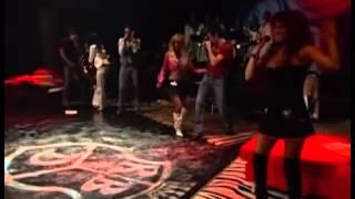 getlinkyoutube.com-Anahi sele olvida la canción & Dulce maria salva la canción