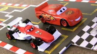 getlinkyoutube.com-Disney Pixar Cars 2 Racing Starter Game Set Lightning McQueen Vs. Francesco Bernoulli
