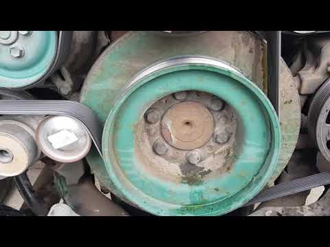 Volvo VNL 780 ремонт радиатора и замена сальника коленчатоговала.