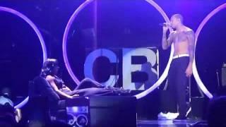 getlinkyoutube.com-Chris Brown Gives Kelly Rowland A Lapdance!