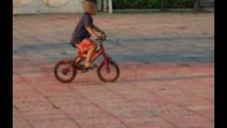 getlinkyoutube.com-จักยาน ยกล้อ เด็ก 3 ขวบ