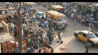 DEGUERPISSEMENT a COLOBANE , marchands tabliers et ambulants haussent le ton