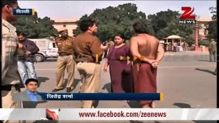 getlinkyoutube.com-Couple strips in front of Rashtrapati Bhavan