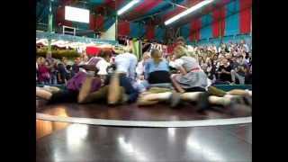 Girls-on-the-Teufelsrad-Devils-Wheel-at-Oktoberfest-Munich width=