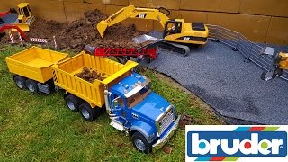 getlinkyoutube.com-BRUDER RC tractor, truck and excavator action - hole digging!
