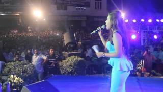getlinkyoutube.com-Zarine Khan | Live Performance | Sri Ganganagar Rajasthan