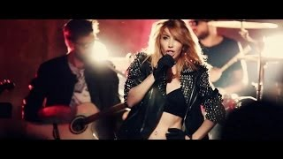 Hande Yener ft.Volga Tamöz – Biri Var