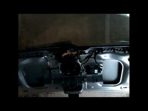 Как снять обшивку карту задней двери багажника VW GOLF 6 HATBACK demontaz tapicerki klapy tyl