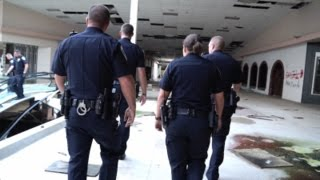 getlinkyoutube.com-Urban Exploration : Rolling Acres Mall : BUSTED BY AKRON POLICE!!