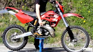 Gas Gas Ec 250 two stroke start & idle / A video by Frez Productions