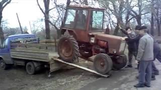 """getlinkyoutube.com-Jak się w Rosji pakuje ciągnik na """"lawetę"""""""