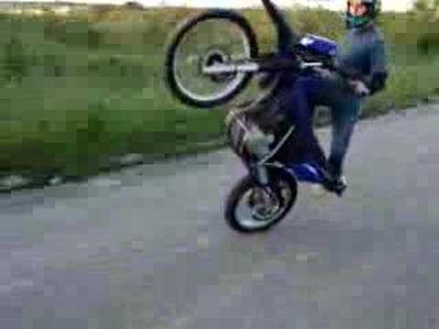 Zerinho empinando wheeling motorcycle stunt promo