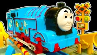 getlinkyoutube.com-Thomas The Tank Dark Side Knock Off Toys Ep 12 Amazing TOMY Toy Train Set