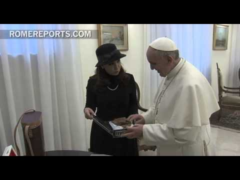 Pope gives Argentine president book about Church Social Doctrine
