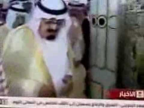 King Abdullah Praying making DUA facing Roza e Rasool Sallallaho Alaihi wa Sallam