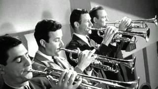 getlinkyoutube.com-Glenn Miller - Moonlight Serenade (Filme Quero Casar-me Contigo) 1941
