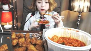 getlinkyoutube.com-300일특집 교복!!! [엽기떡볶이,교촌치킨 :슈기의먹방] Shoogi's Eating Show - Tteokbokki & chicken