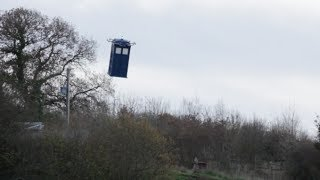 getlinkyoutube.com-Life size Doctor Who Flying Tardis!