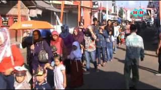 getlinkyoutube.com-Arak-arakan Masyarakat Desa Rancah Menuju Lapang Untuk Upacara Bendera