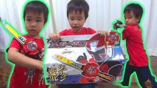 ニンニンジャー 忍者一番刀をもらって喜ぶ息子。 Shuriken Sentai Ninninger Ninjaichibantou Power Rangers