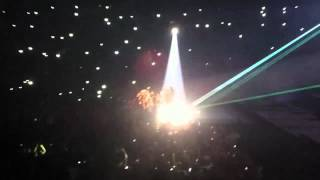 Jay-Z & Kanye West - Niggas In Paris (Live in Paris)