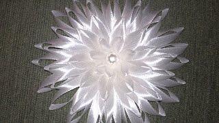 getlinkyoutube.com-Брошь своими руками.Брошь из атласных лент.Flower/.Мастер класс канзаши.Цветок из атласной ленты