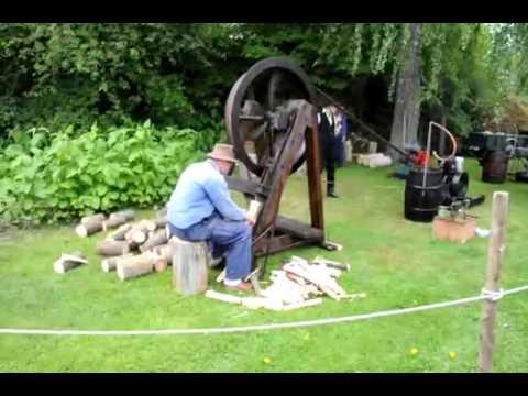 Eski Zamanlardan :  Odun Yarma Makinesi