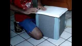 getlinkyoutube.com-fazendo puffs com madeiras de pallet. parte-2 colocação das percintas, forros, papelão e espumagem