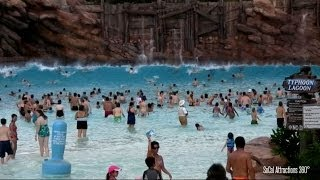 getlinkyoutube.com-[HD] Impressive Wave Pool - Huge Tidal Waves at Disney's Typhoon Lagoon