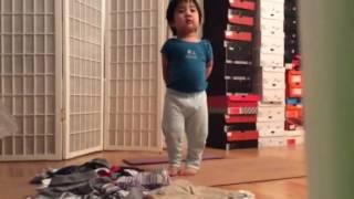 getlinkyoutube.com-Baby Randomly Takes Off Pants