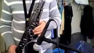 Tenor sax solo on a blues in G.mp4