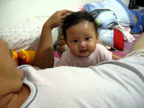 video bayi lucu kharen valtera tertawa terbahak-bahak diledek papa ...