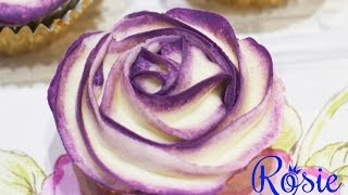 getlinkyoutube.com-Two-Tone Buttercream Rose Cupcake Tutorial