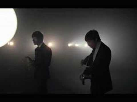 The Last Shadow Puppets - 'Standing Next to Me' (2008)