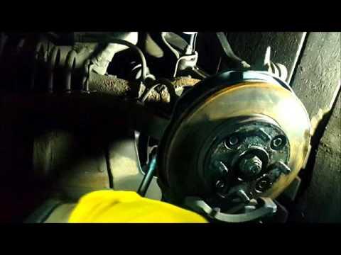 Где у Honda Аскот находится подшипник передней ступицы