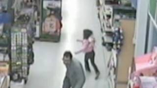 getlinkyoutube.com-Girl Escapes from Alleged Kidnapper in Walmart: Caught on Tape | Good Morning America | ABC News