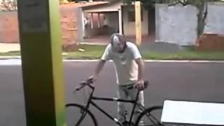 getlinkyoutube.com-Besoffener versucht mit Fahrrad fahren
