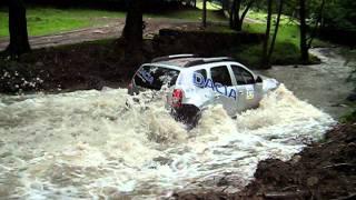 getlinkyoutube.com-Dacia Duster (Karol) crossing river - Mures Trophy Romania 2011.avi
